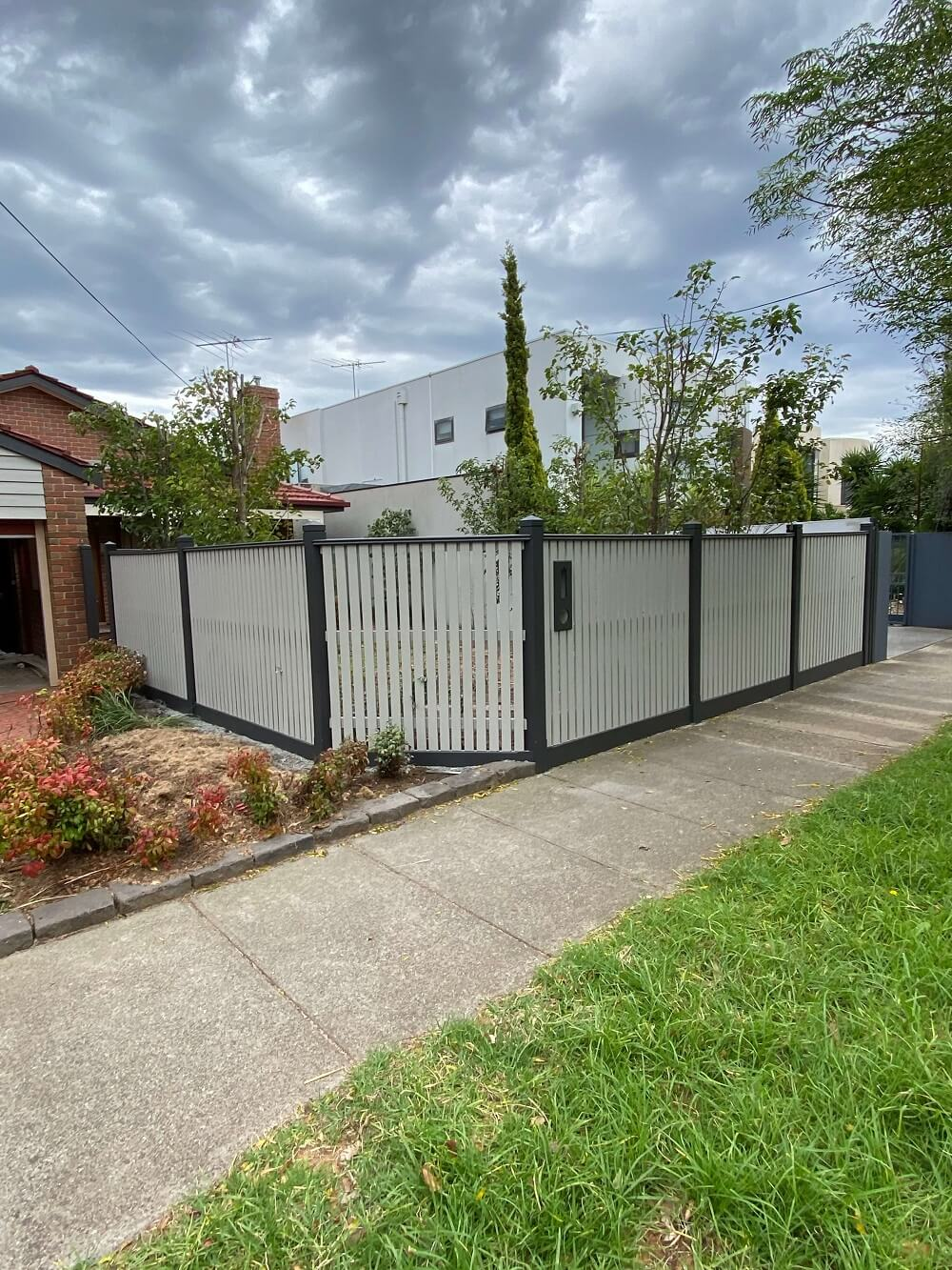 fence painting melbourne